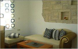 Wand-Dekoration über dem Sofa