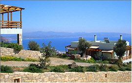 Agia Galini: Blick von den Alexena-Apartments auf das Dorf und die Messara-Bucht